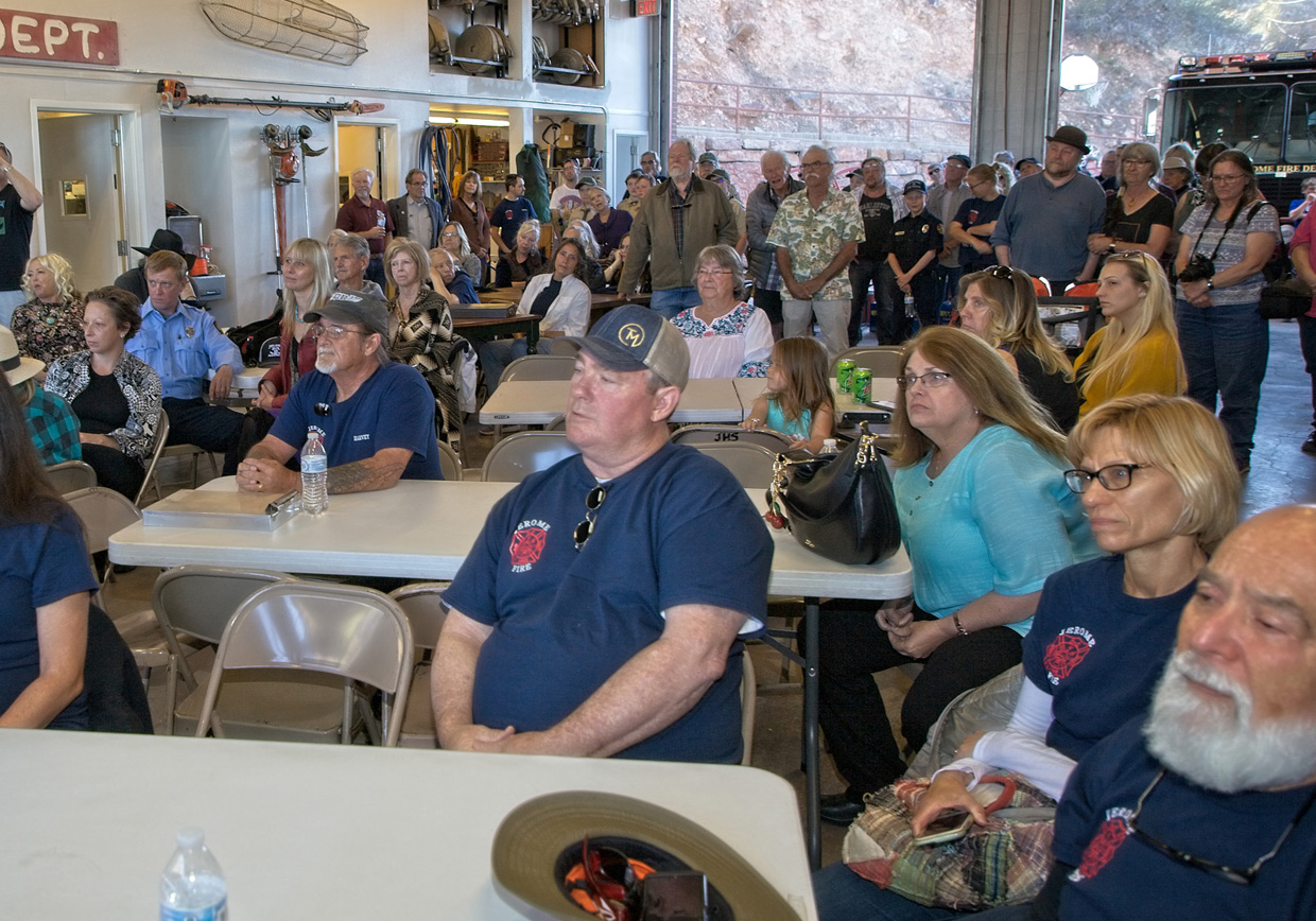 a very good crowd listens to the former jerome fire chief